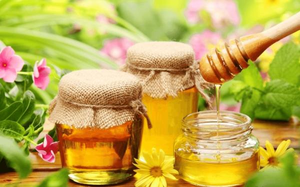 Мёд обладает противовоспалительными и другими полезными свойствами