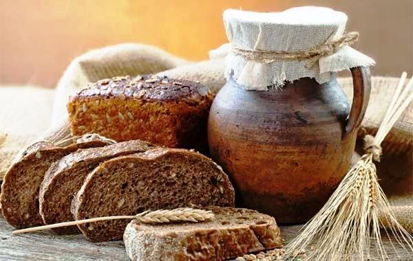 Ржаной хлеб благотворно действует на проблемную кожу
