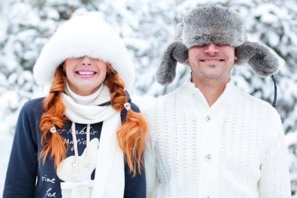 мужчина и женщина в зимней одежде