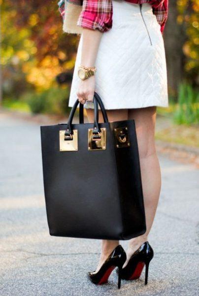 f5d38b39b9e9e478f80951635ff15ede-big-handbags-black-handbags-420x624-7946418-8477575