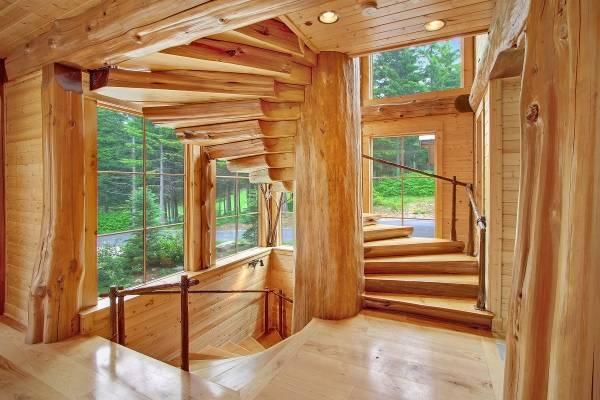 Изготовление деревянных лестниц в СПБ